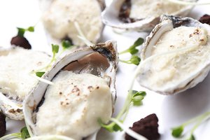 A world of oysters @ The Reverie Saigon