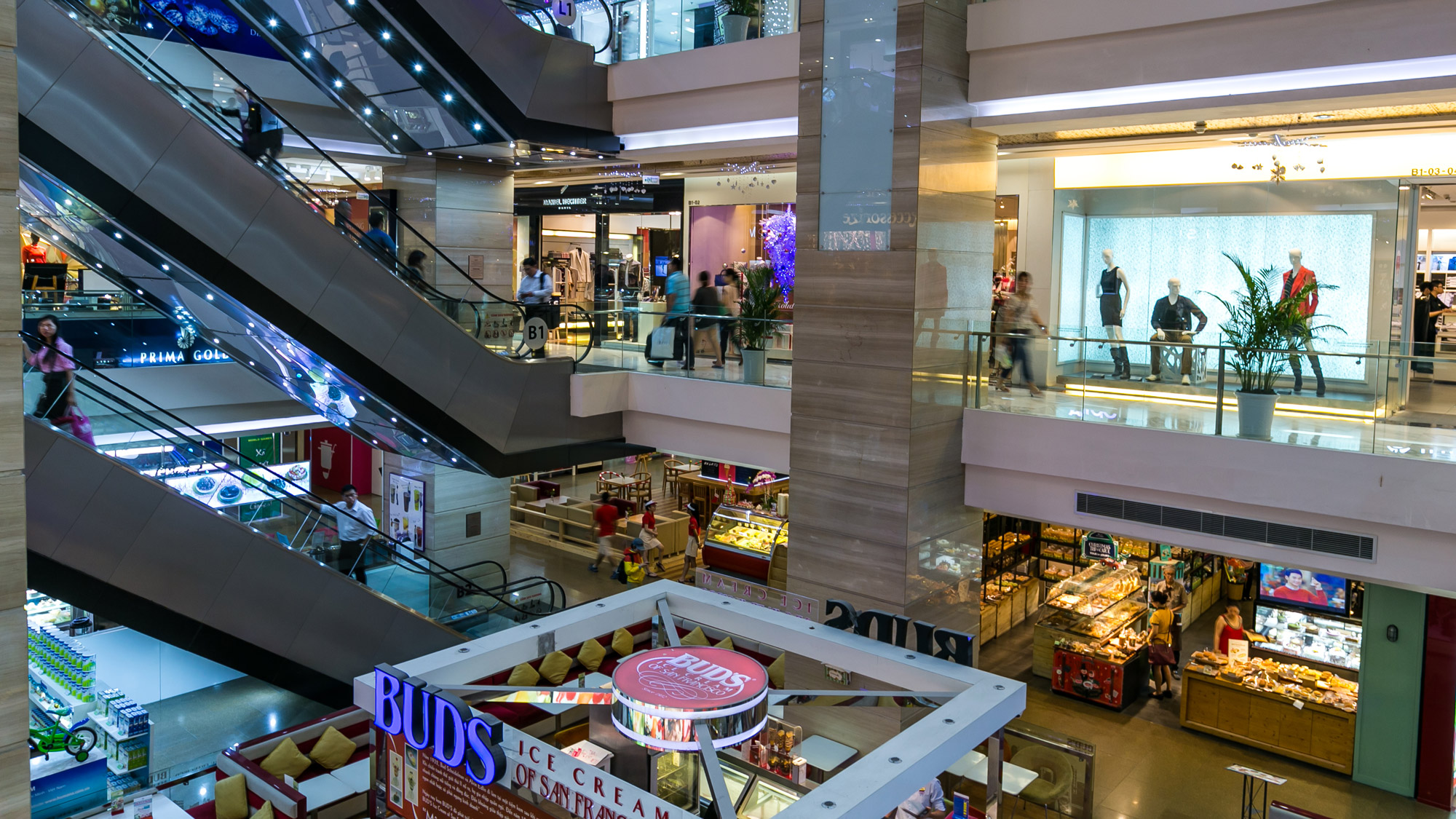 View mall hours, location and directions, contact information and learn about its many services and conveniences, including a mall concierge, readily accessible transportation, group offerings, as well as reward programs for designer women's, men's, and kids' clothing, accessories and more.