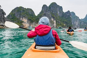 Kayaking Services Suspended in Halong Bay: Uproar in the Tourism Sector!