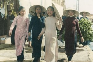 Beautiful Vietnamese Women in 'Ao Dai'