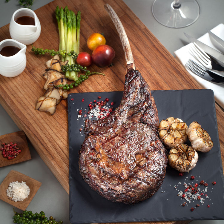 Chill Dining Tomahawk Bone In