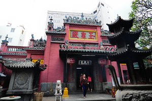 We Visit the Emperor Jade Pagoda in HCMC
