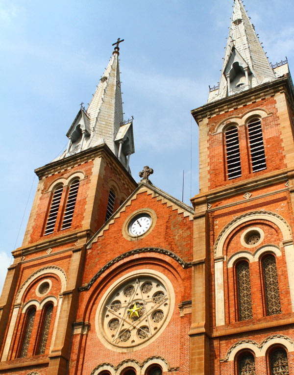 https://www.citypassguide.com/media/slideshow/notre-dame-saigon-pentagram.jpg