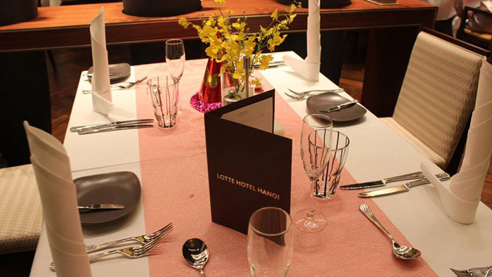 table-decoration-in-lotte-hotel-hanoi
