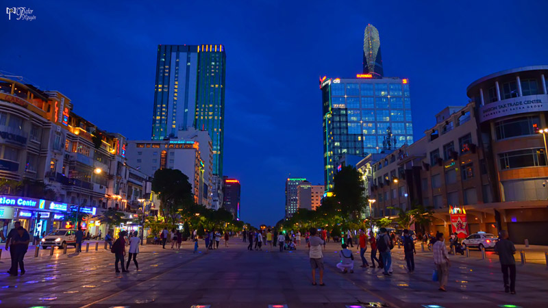 walking street Nguyen Hue
