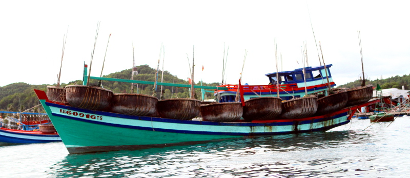 Carrier for round fishing boats on Phu Quoc Island